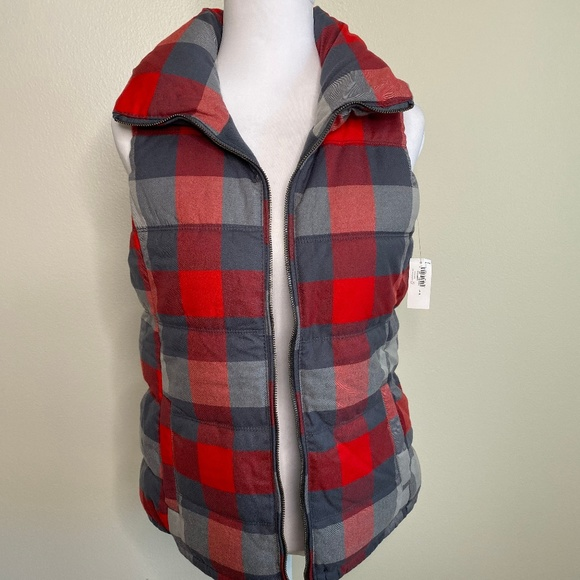 Old Navy Jackets & Blazers - NWT Old Navy Puffer Vest